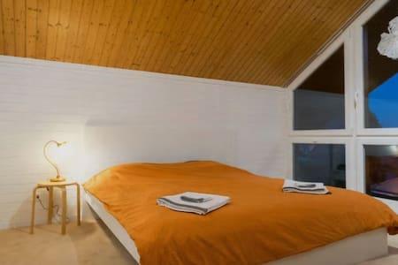 Zimmer im Chalet mit Berg- und Seesicht - Haus