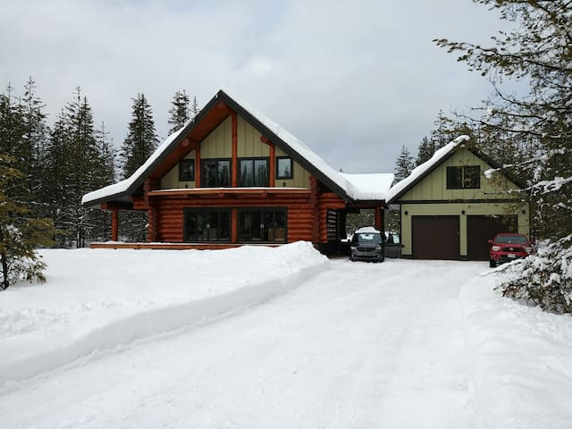 Entire Loft with bedroom in Golden (Kicking Horse)