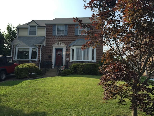Suburban home for Papal Visit - Havertown - Maison