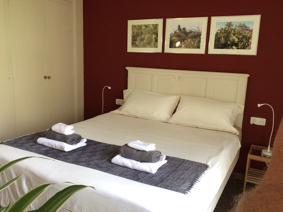 Real Double Bed / Quality Linens