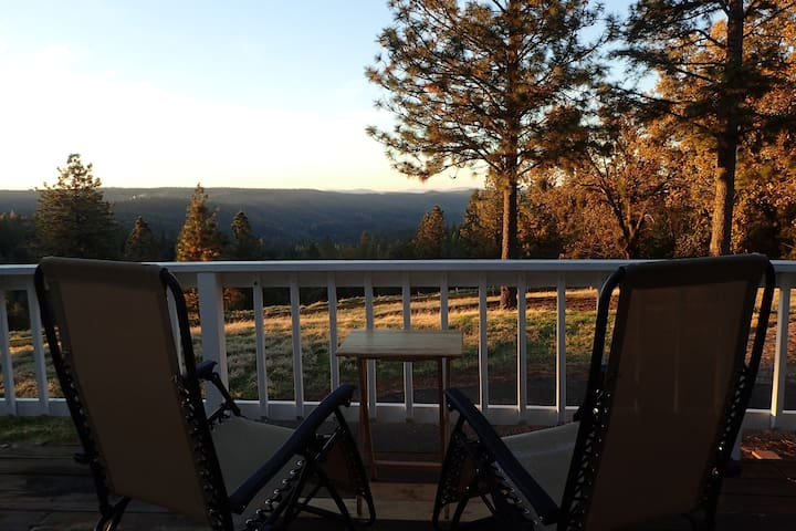 Stunning view at 39 acre Ranch, near lakes, hikes - Volcano - Ev