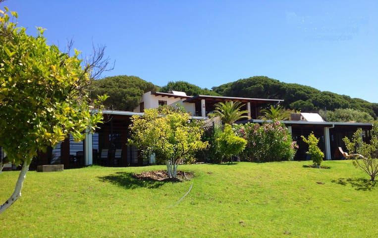 3 espectaculares casas con piscina villas en alquiler en - Casas espectaculares en espana ...