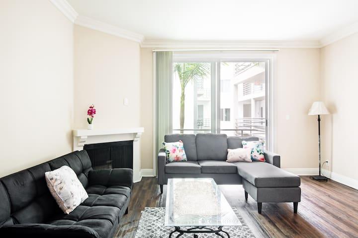 UCLA Luxury Entire 1B1B Apartment+Parking+Gym+Spa