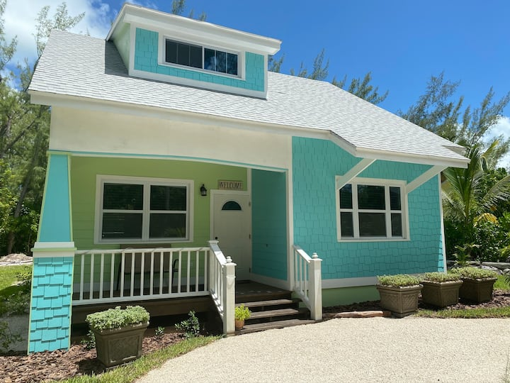 Green Turtle Cottage/New/Beach accessible/Peaceful