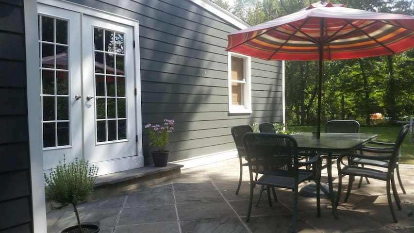 ADORABLE COTTAGE / Near Summit / Newark Airport - Long Hill (Basking Ridge border) - Casa