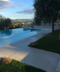 Breathtaking view. Indipendent portion of a villa - Rapolano Terme - Huvila