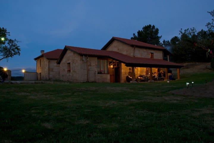 Casa rural. Piscina, chimeneas, terreno.6 a 14