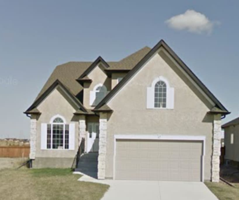 2,500 SQ FT House..... 5 Bed Rooms all Spacious in South end of City....Beautiful Area.