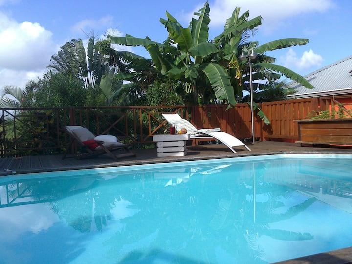 villa recente vue mer et montagne avec piscine