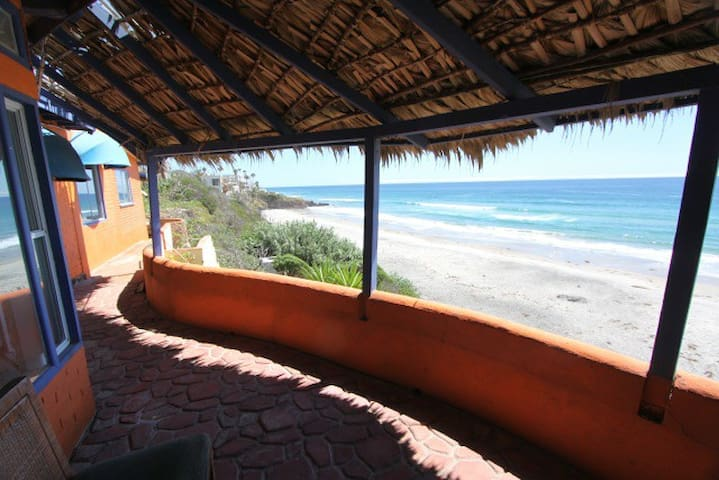 Ocean front 3Bedroom & 2Bath house - La Fonda - House