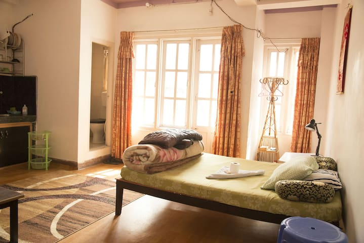 Studio-Apartment with Balcony - Kathmandu - Wohnung