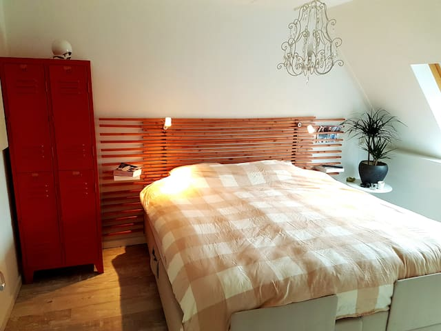 Luxe, goed gelegen kamer met XL bed en ontbijt ! - Waalwijk - House