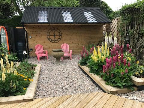 Luxury Seaside Garden Cabin