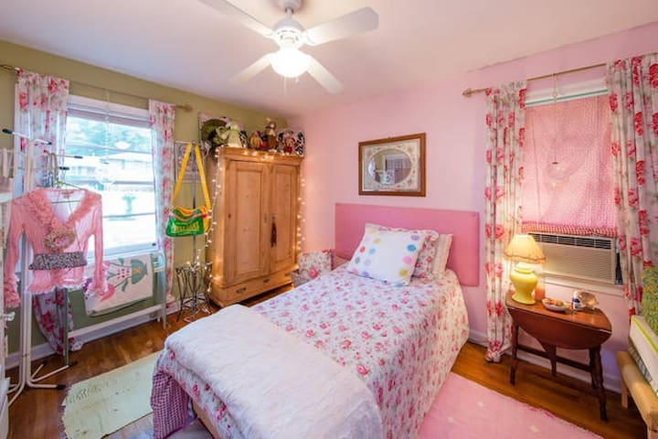 1BR Victorian Bedroom Lakefront Home - Clarkston - Ház