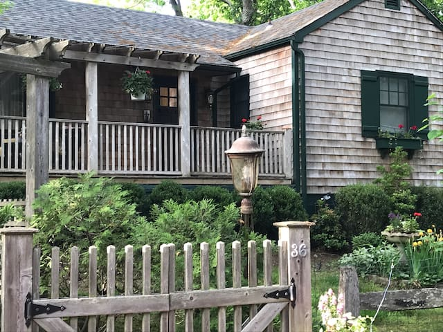 *Valentine Special* Storybook Cottage - Sag Harbor