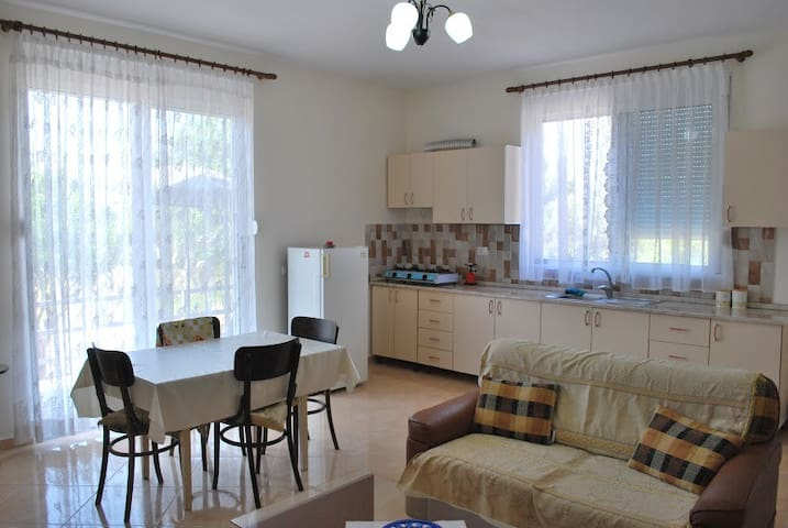 Comfortable apartment near the sea1 - Lumi Borsh - Casa