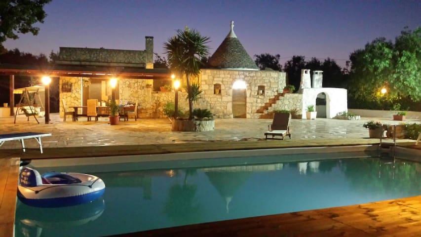 """TRULLO """"LA QUERCIA"""" CON PISCINA - San Michele Salentino - Villa"""