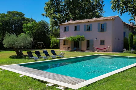 House with heated pool, very quiet, very nice view - Saint-Étienne-du-Grès - Casa