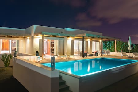 Cosy Villa With Private Pool And Ocean Views
