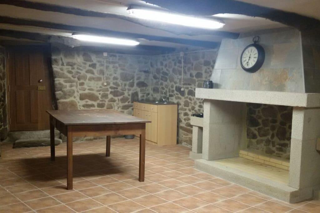 Salão / Cozinha com Lareira Grande