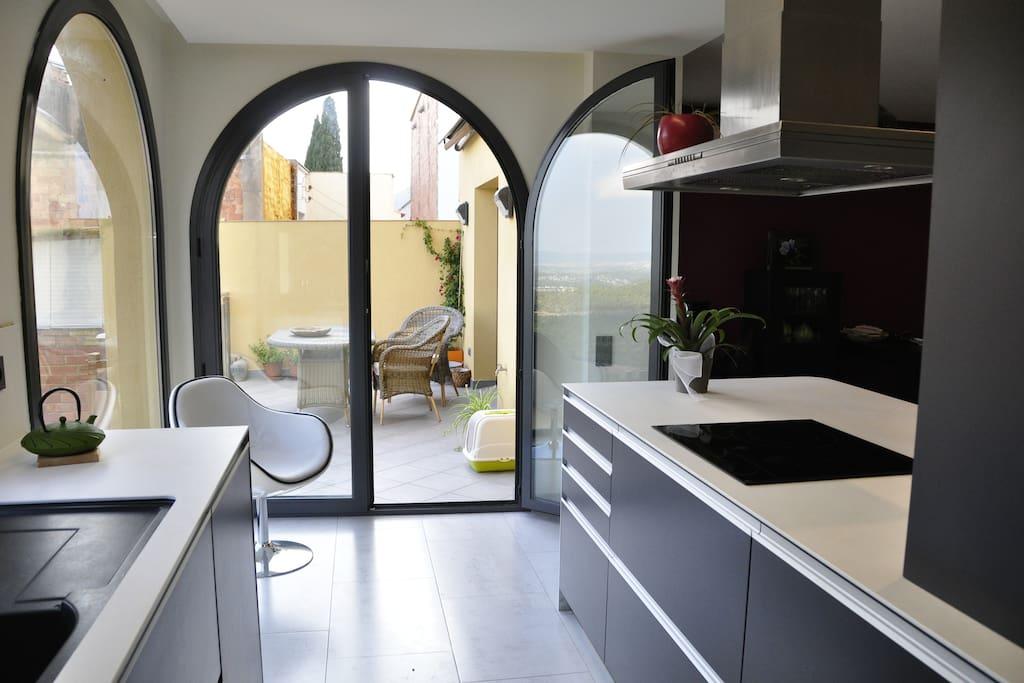 Cocina con acceso a terraza