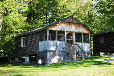 Lakeside Log Cabin, 2 bedroom