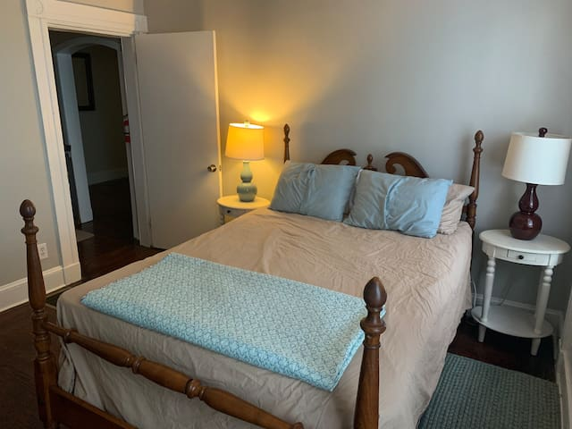 Freshly Renovated Federal Hill Charm - Room 1