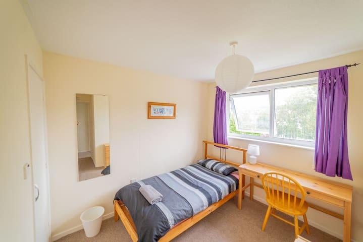 Bright Single Room (Blackmore House)