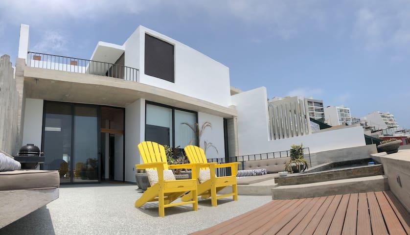 Modern Pent-House ocean front.
