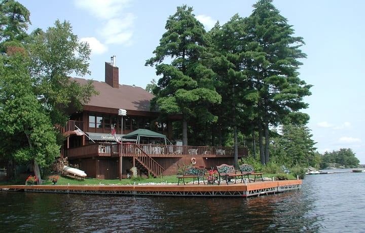 CHARMING  LAKEFRONT COUNTRY INN - ( L - $349)