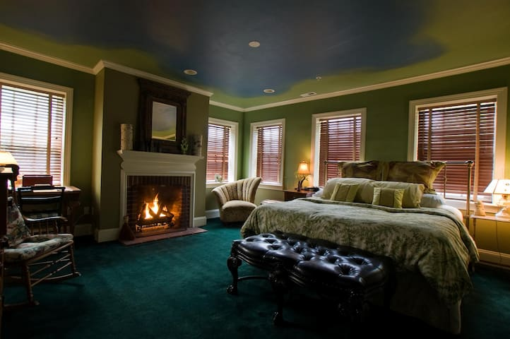 Scarborough Fair B&B: Bros. Grimm - Baltimore - Bed & Breakfast