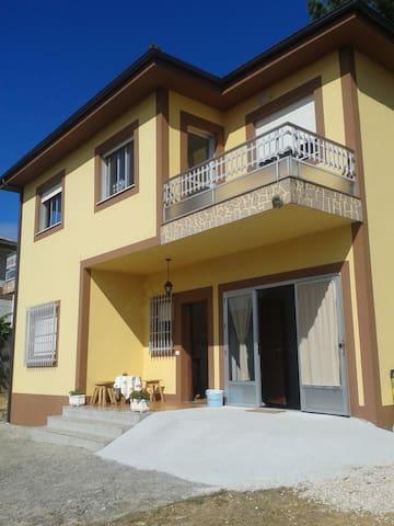 Habitación para tres personas - Portomarín - Huis