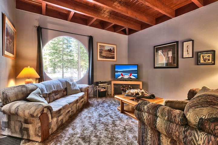 Large Tahoe Home-Sleeps 14 Adults and 6 Children