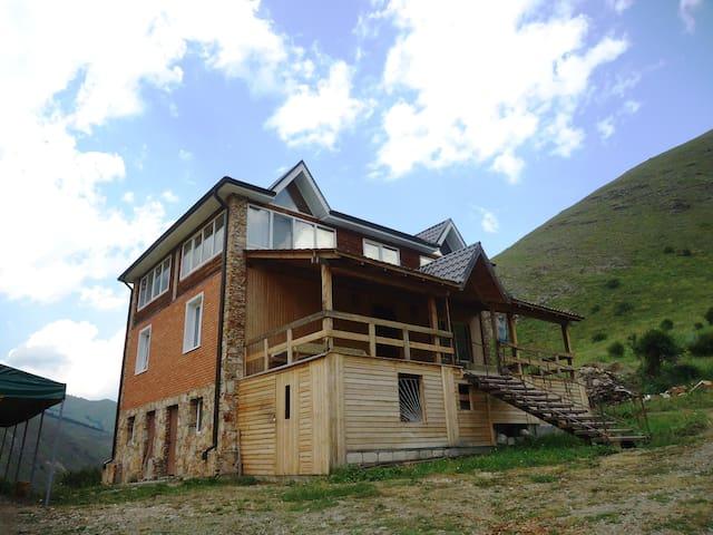 Удобная мини-гостиница в Чегеме - Эльтюбю