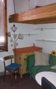 Camera  singola letto su soppalco