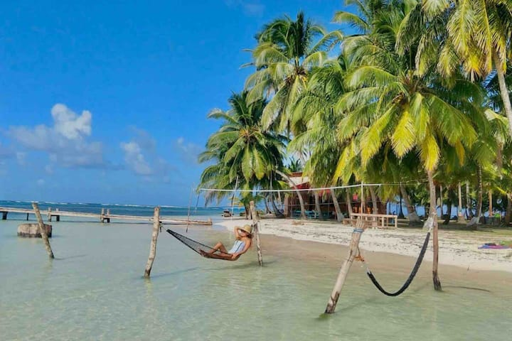 Gorgeous island getaway + San Blas tour + Meals