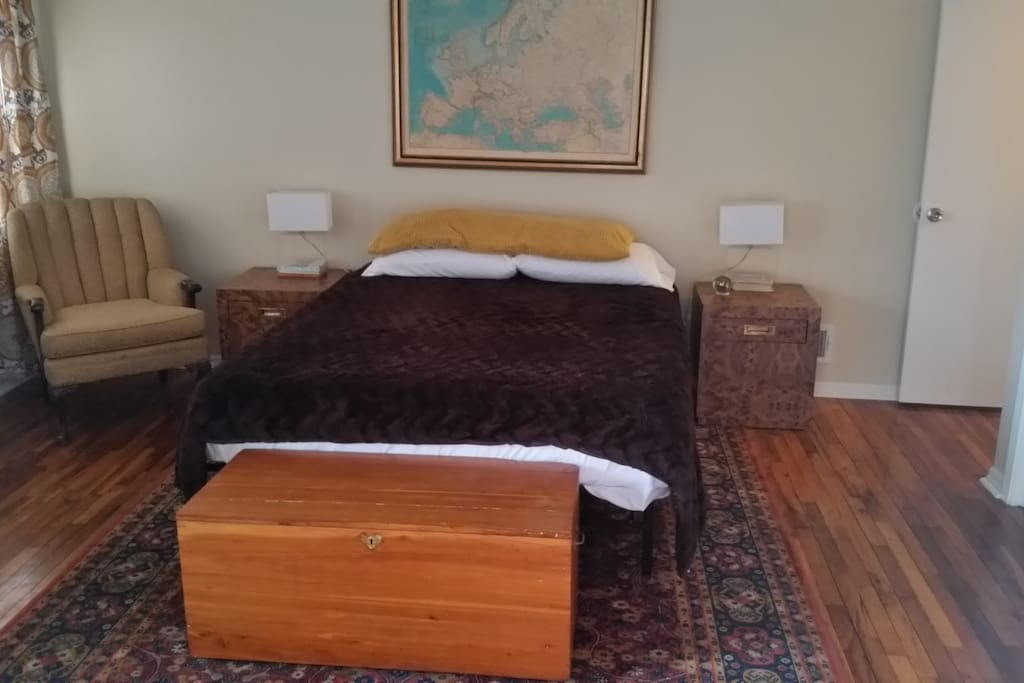 Large Master Bedroom with Queen size bed