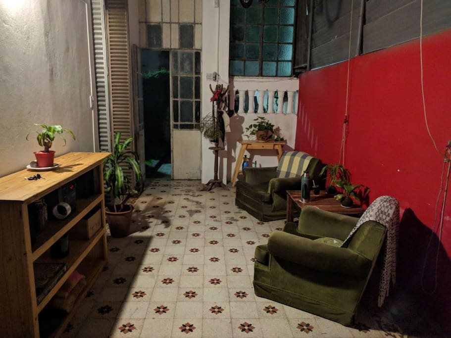 Patio interior compartido / shared living room (patio)