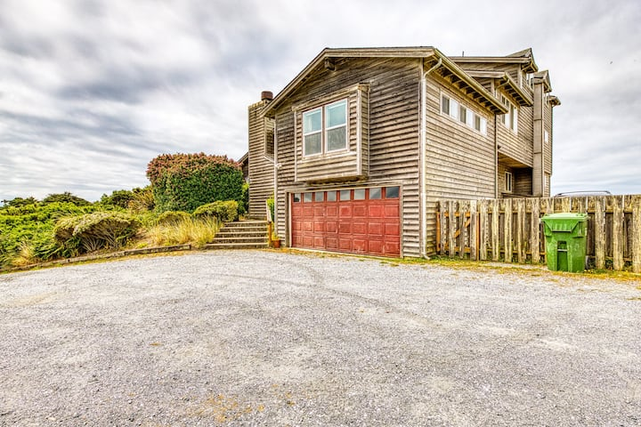 Spacious dog-friendly home w/deck - perfect for family reunions!