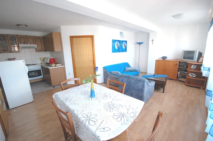 Apartment DAJĐ A2 in peaceful area. - Njivice - Departamento
