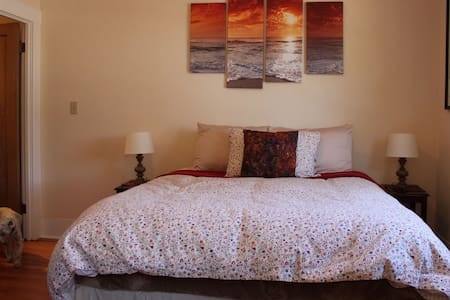 Pacific Grove Craftsman Getaway with Breakfast