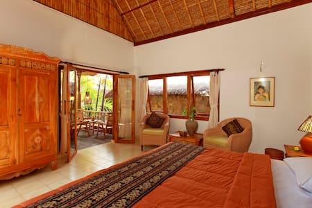 Ubud ArtVilla -Small Family Villa withViews - Ubud