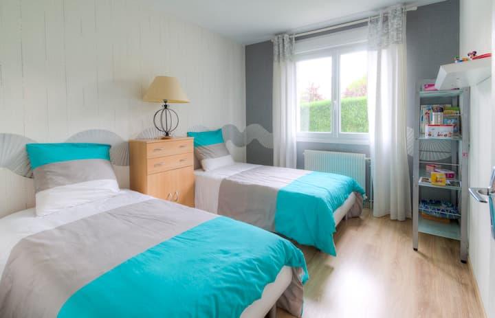 2 belles chambres (2 lits 90 cm+1 lit 140cm)