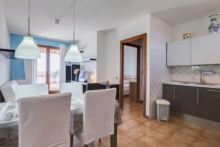 Delizioso appartamento panoramico - Lejlighed