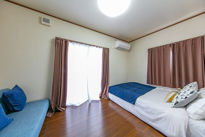 Double bed(140cm×200cm) Sofa bed Use hotel sheets Air conditioner balcony