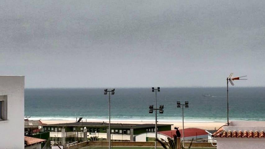 Ático 3° con buenas vistas al mar, wifii
