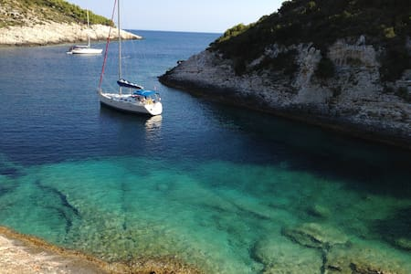Explore the beautiful Adriatic - Vis
