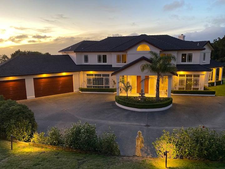 """Kainga Aroha"" Mansion in Drury Countryside"
