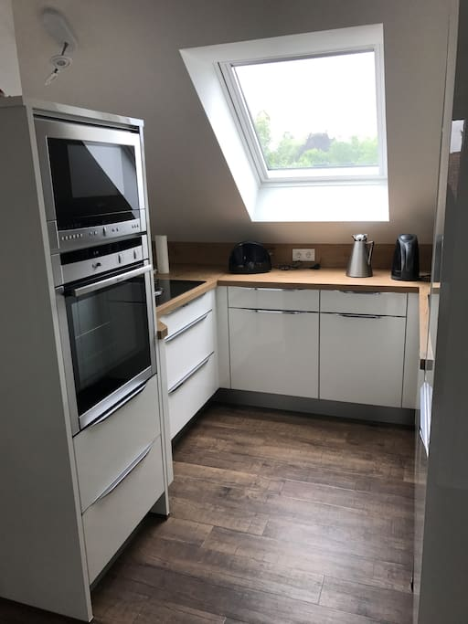 Kitchen with oven, microwave, fridge, freezer and caramic hob
