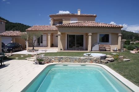 Le Clos des Oliviers - Le Val - Bed & Breakfast